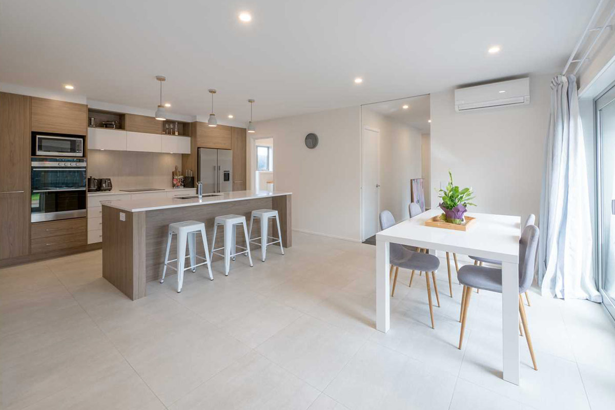 Kitchen and dining room design in a Wanaka new house built by Wanaka builders Niche Design & Construction